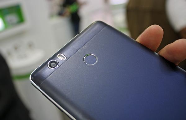 Leagoo Shark 1 este un nou telefon cu baterie de 6300 mAh, surprinde plăcut şi cu camera de 16 MP şi selfie cu blitz