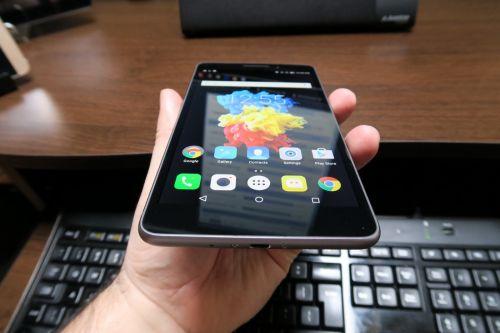 Lenovo PHAB Plus Review: ca un iPhone 6 Plus Plus Lite, un mega phablet pentru gameri, cu luminozitate nu prea impresionantă (Video)