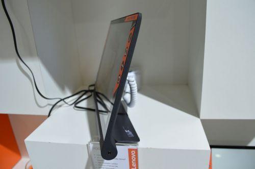IFA 2015: Lenovo Yoga Tab 3 10 inch hands on - tableta midrange cu camera rotativă şi baterie generoasă (Video)