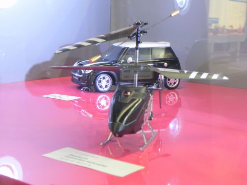 Elicopter si masinuta telghidate prin telefon