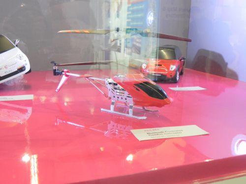 Elicopter telghidat prin telefon
