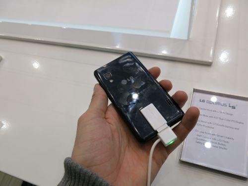 MWC 2013: LG Optimus L5 II Într-un scurt preview, telefon de buget al anului 2013 (Video)