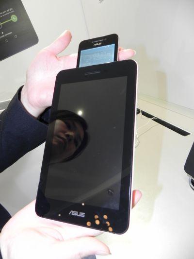 ASUS PadFone Mini (Intel) hands on preview: Padfone-ul pentru publicul de masă, noul Zen UI cucerește (Retro MWC 2014 - Video)