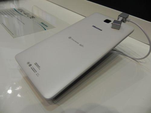 MWC 2014: Hisense Maxe X1 4G hands on preview - un maxi smartphone cu ecran de 6.8 inch