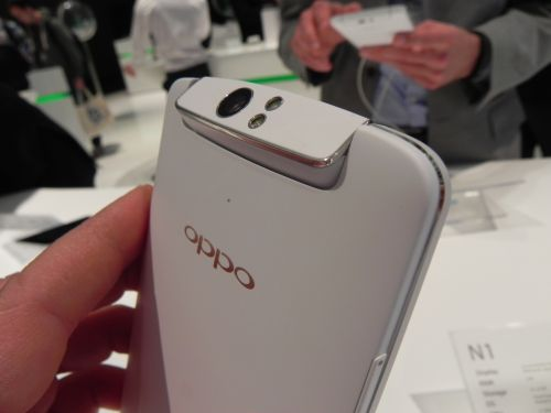 MWC 2014: Oppo N1 hands on preview - primul telefon cu camera rotativă pe care Îl vedem și un OS custom atractiv (Video)