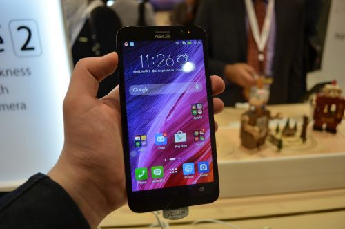 MWC 2015: ASUS ZenFone 2 hands-on - primul telefon cu 4 GB RAM pus sub lupa Mobilissimo în Barcelona (Video)