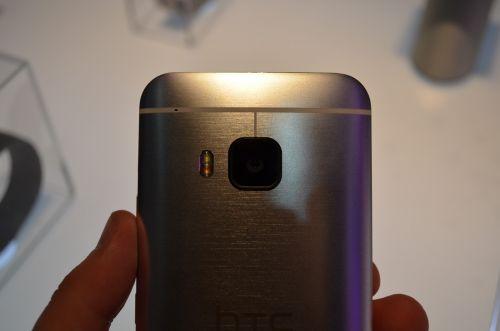 MWC 2015: HTC One M9 hands-on - HTC One M8+ cu mici modificări de estetică, hardware şi cameră (Video)