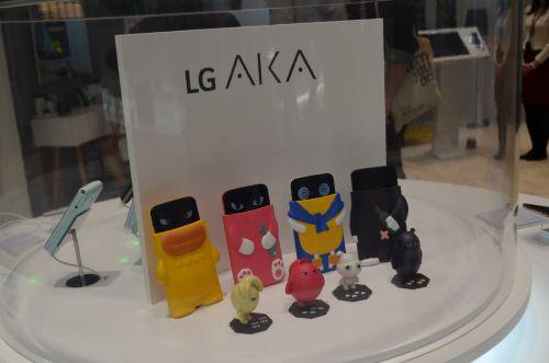 MWC 2015: LG AKA hands-on - telefon zâmbareţ pentru cei mici (Video)