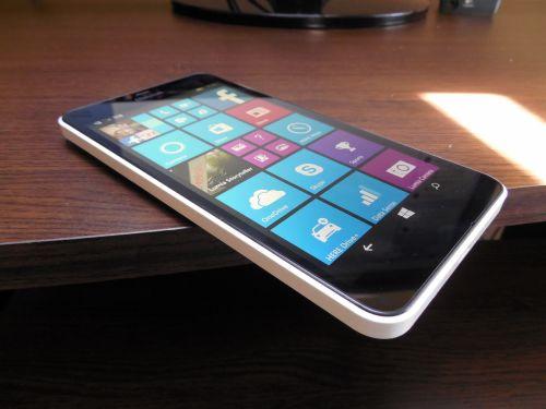 Pe partea audio Microsoft Lumia 640 XL LTE
