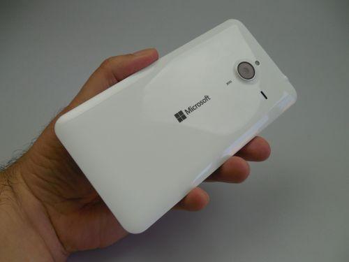 Microsoft Lumia 640 XL LTE din spate