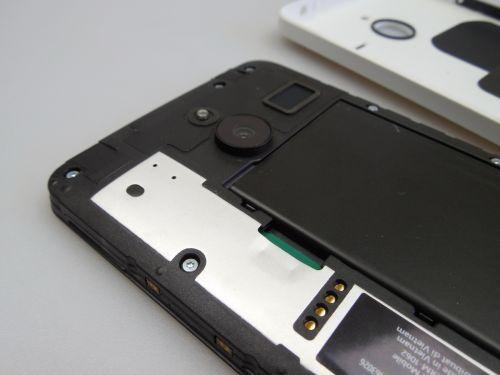 Microsoft Lumia 640 XL LTE cu capacul inlaturat (bateria)