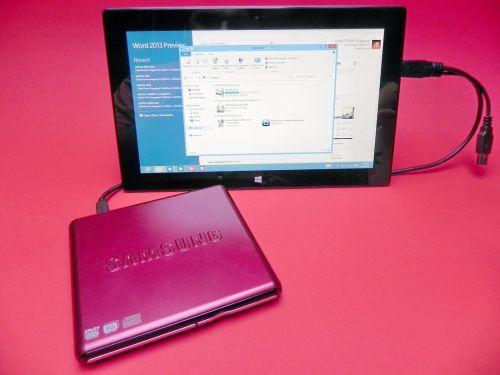 Microsoft Surface RT cu DVD Writer atasat