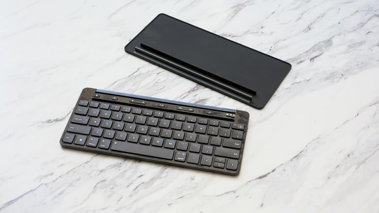 Microsoft crește productivitatea pe telefoane și tablete cu Universal Mobile Keyboard