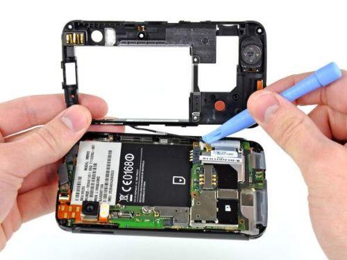 Motorola Atrix 4G disecat pentru public: iată ce se ascunde sub carcasă!