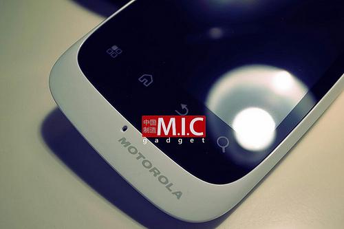 Motorola Domino+, un telefon cu preț rezonabil