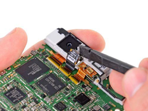 Motorola Droid RAZR despicat și cu măruntaiele scoase