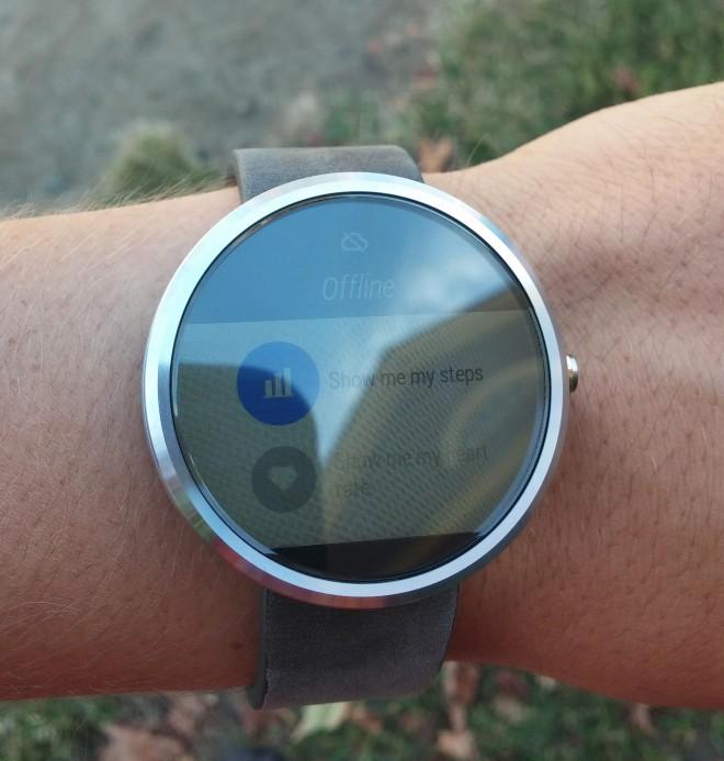 Ecranul lui Motorola Moto 360 se comportă excelent În bătaia soarelui; Iată dovezi foto