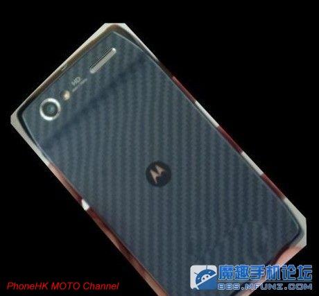 Un nou smartphone Motorola cu design de RAZR, senzor de camera mai proeminent