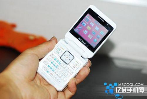 Telefonul Nckla cu ecran dual, o clonă Nokia sau ceva mai mult?
