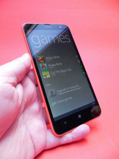 Nokia Lumia 1320 Review: terminal de gaming accesibil... dar fără jocuri; Ecran bun, acustica slaba si o giga baterie (Video)