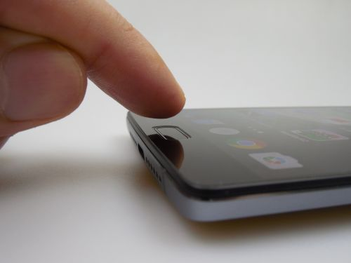 OnePlus 2, scannerul de amprente