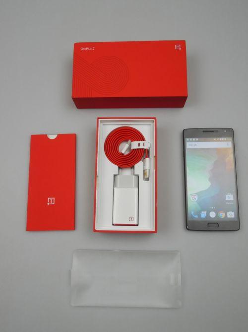 Continutul cutiei lui OnePlus 2