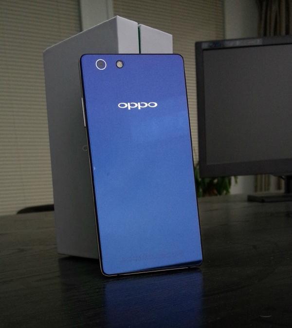 Oppo R8007 apare În noi fotografii live ce prezintă terminalul și conținutul pachetului retail