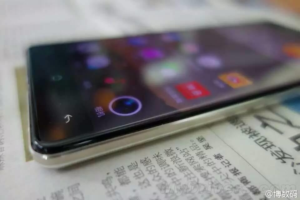Oppo R7, telefonul cu ecran edge-to-edge apare încă o dată în fața camerei; primim și fotografii live