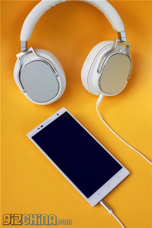 Oppo U3 va sosi pe 14 ianuarie, un telefon 64 bit cu functii multimedia desavarsite