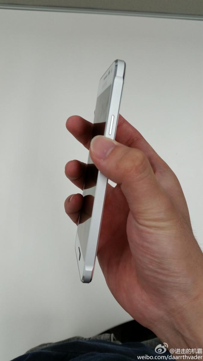 O versiune albă de Samsung Galaxy Alpha este fotografiată; Iat-o!
