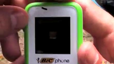 Telefonul Bic de la Orange scos din cutie (video)