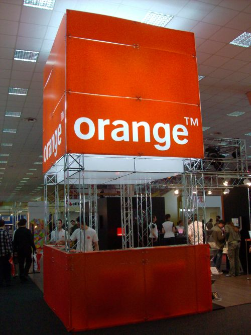 Orange la CERF 2008, fara iPhone, dar cu MacBook Air