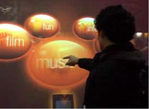 Orange prezinta display-ul bazat pe gestica, mai tare decat touchscreenul