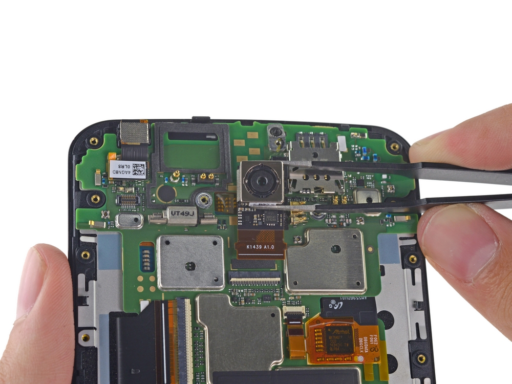 Nexus 6 disecat de experții de la iFixit, gigantul e relativ ușor de reparat