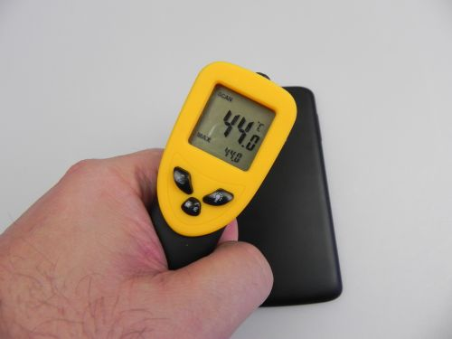 Philips Xenium i908 atinge o temperatură de 44 de grade Celsius, după 15 minute de jucat Riptide GP2