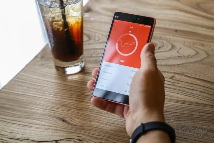 Xiaomi Mi Band 1s conectat la telefon