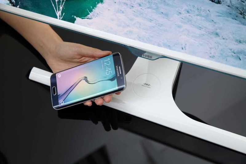 Samsung lansează un monitor care îţi încarca smartphone-ul via wireless