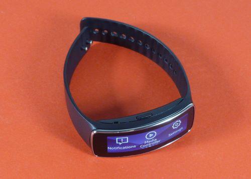 Samsung Gear Fit Review: gadget de fitness cu design atractiv, dar cu unele lipsuri (Video)