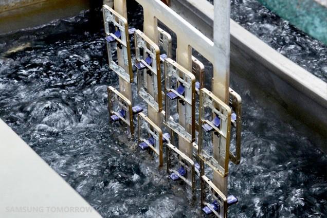 How it is made: Samsung Galaxy Alpha și rama sa metalică slefuite si prelucrate in detaliu