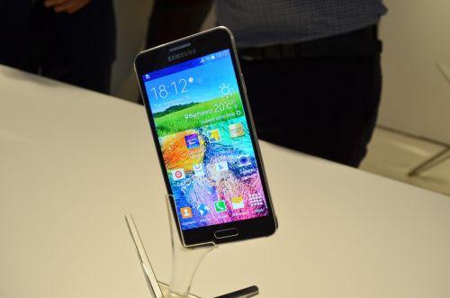 Samsung România lansează oficial modelul Galaxy Alpha În cadrul unui eveniment de presă