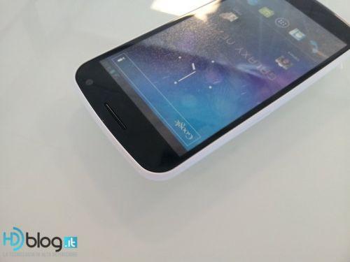 Samsung Galaxy Nexus pe alb - imagini noi