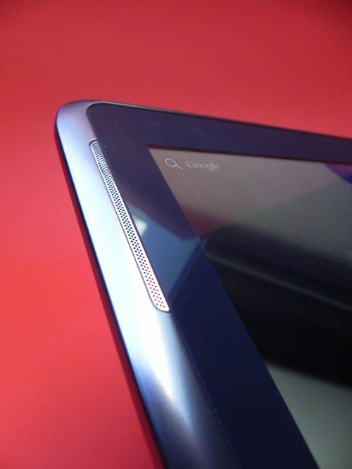 Plăcut impresionat de difuzoarele stereo ale tabletei Samsung Galaxy Note 10.1