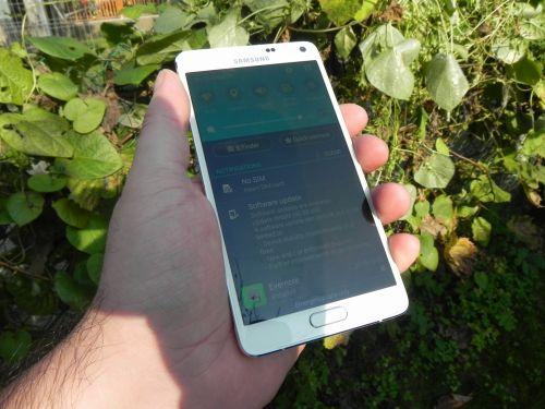Samsung Galaxy Note 4 in bataia soarelui