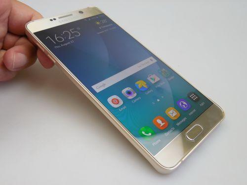 Samsung Galaxy Note 5 fotografiat din fata