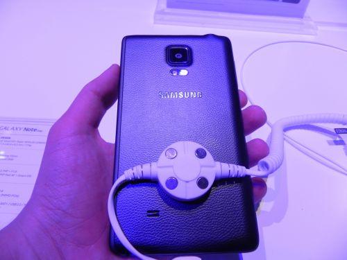 IFA 2014: Samsung Galaxy Note Edge hands on: un Note 4 diferit, dar oare În bine? (Video)