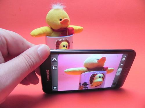 Galaxy Note ne pune la dispoziție o cameră de 8 megapixeli cu autofocus, bliț LED, geotagging, touch focus, stabilizator de imagine și detectare facială și a zâmbetului