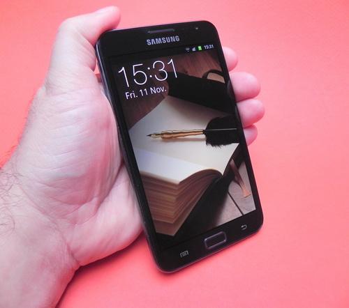 Galaxy Note se simte uriaș În palma utilizatorului