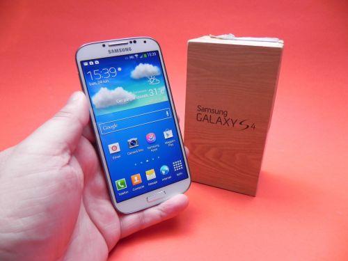 Samsung Galaxy S4 scos din cutie