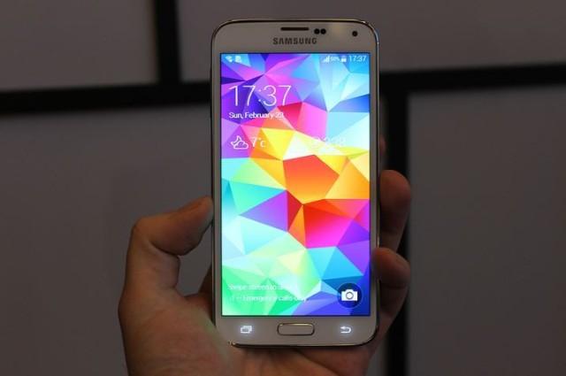 Samsung Galaxy S5 apare În noi fotografii cu câteva ore Înainte de lansarea oficială