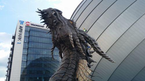 HDR-ul arată bine, după cum se vede din acele poze cu dragonul În fața lui AFI Palace Cotroceni